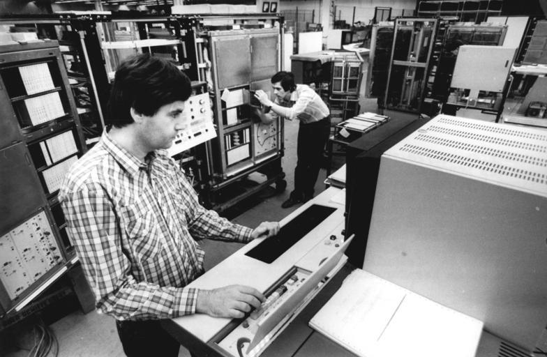 Work on Electronic Research Infrastructure depicted by Photo of VEB Robotron Elektronik Dresden, Computer Newa 1M